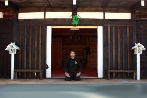 El Shihan Pedro Zapatero en la puerta del dojo de Uma Ryu 2012