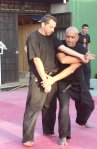 El Shihan Pedro Fleitas realizando una técnica al shihan Pedro Zapatero