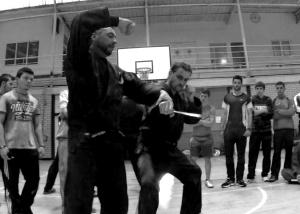 Pedro mostrando una defensa contra cuchillo en Corella - Febrero de 2014